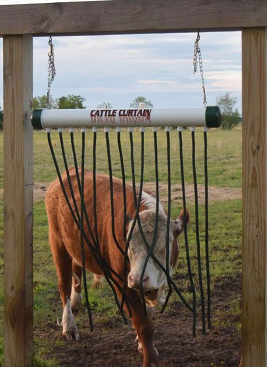 The Cattle Curtain has 14 hanging wicks which are saturated with the blended solution from the overhead reservoir